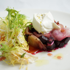 Barbabietola e Cipolle al Forno Roasted Beets, Honey Roasted Pearl Onions, Burrata, Raisins, Almonds and Frisée